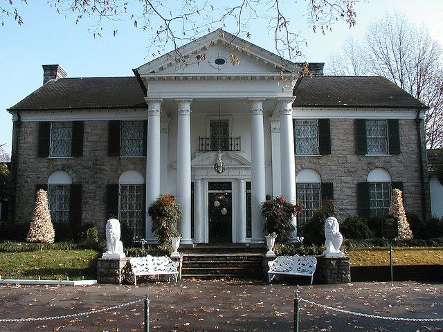 Graceland Estate in Memphis, Tennessee by Pictophile, via Flickr