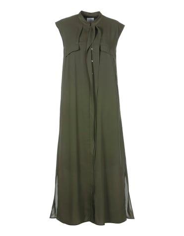 Robe. L'originalité prime! Le dos plissé offre un volume virevoltant pour un style élégant.