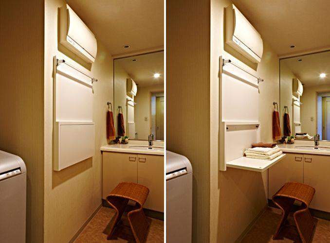 洗面脱衣室には 開閉式のタオル掛け 着替え置き棚を設置 家の