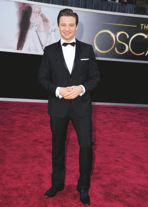 JLR 2013 Oscars Red Carpet (With images) | Jeremy renner ...