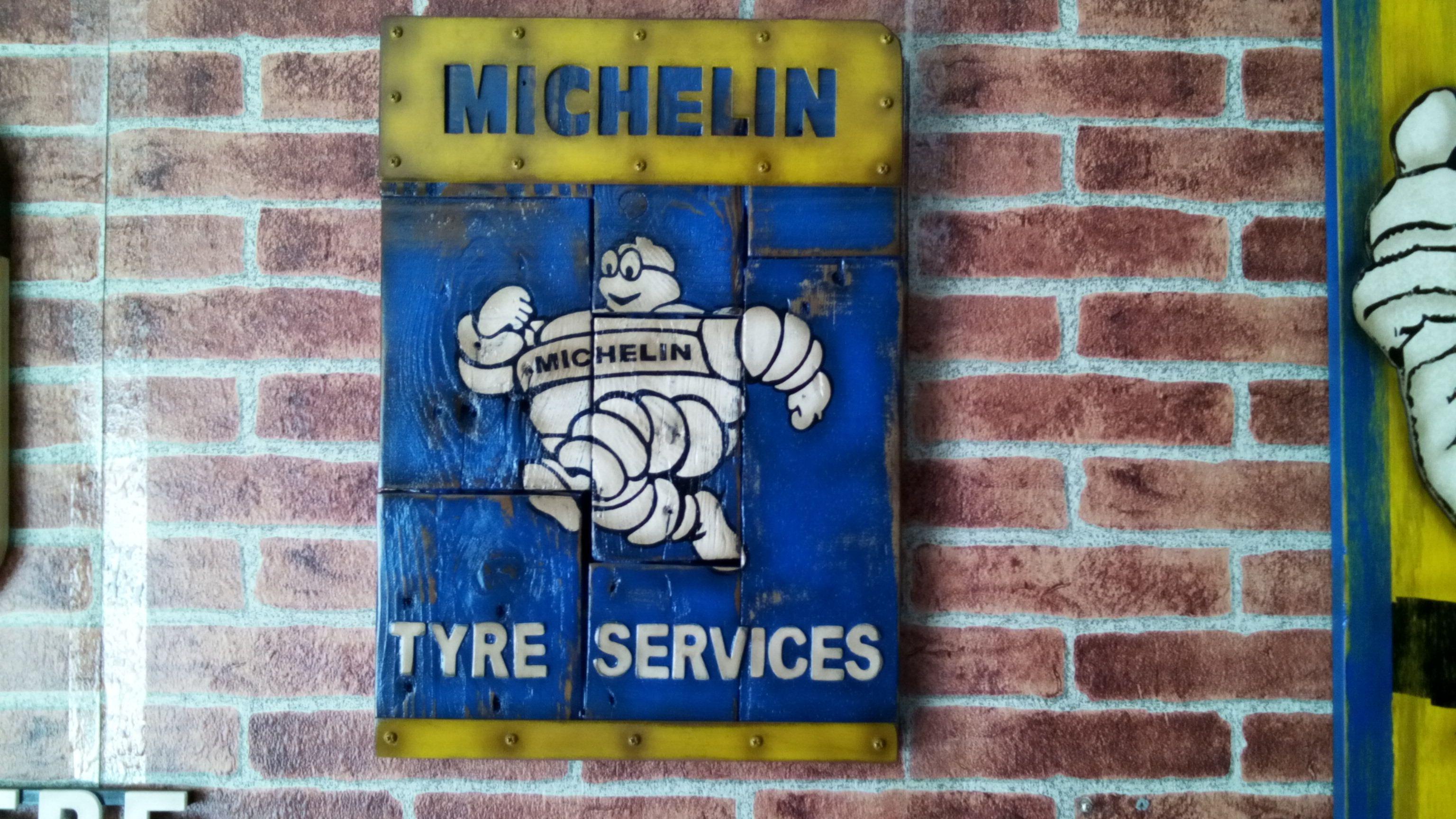 Cartel de michelin en madera tableada con efecto - Comprar decoracion vintage ...