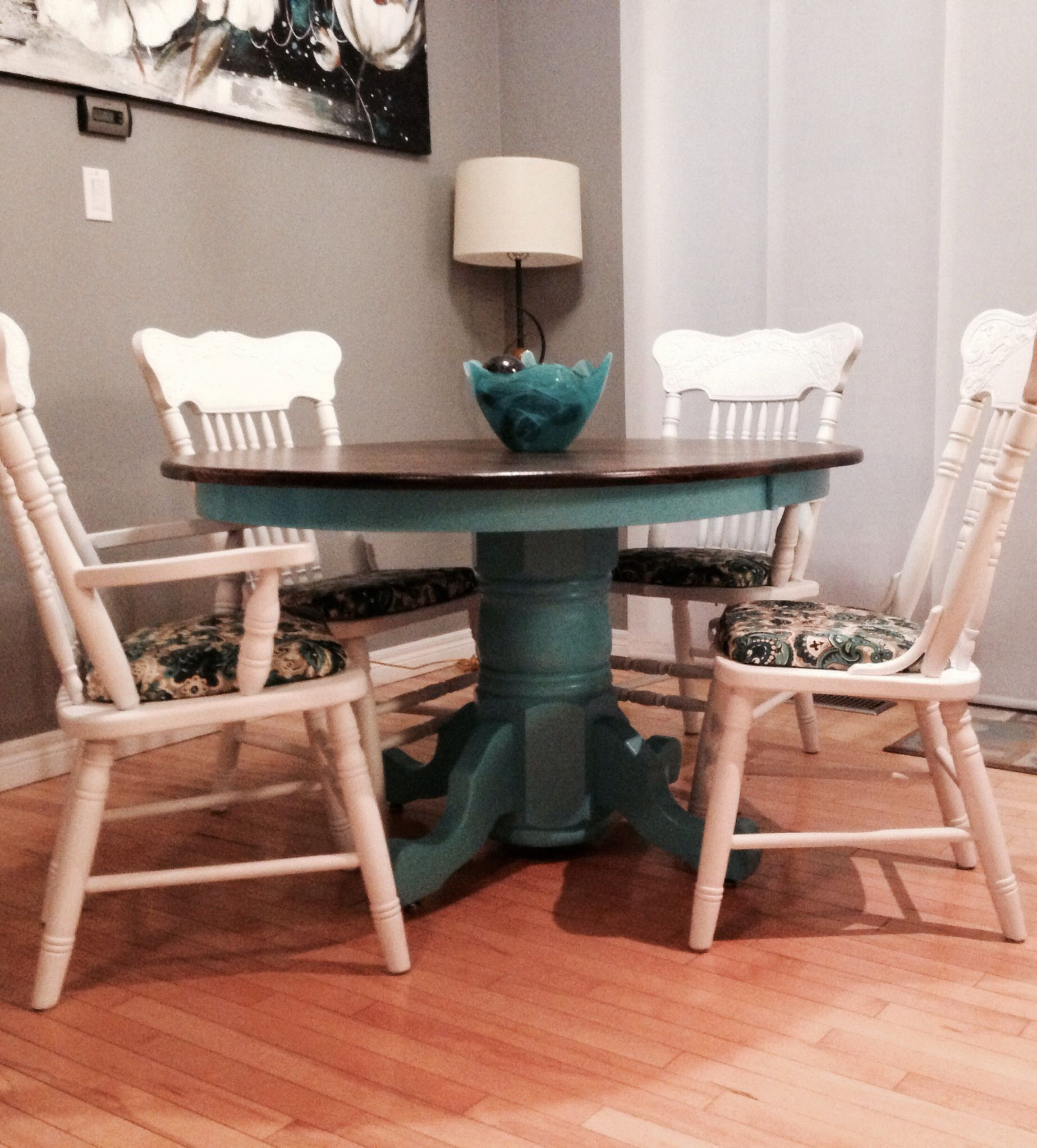 Our Kitchen Table Makeover We Used Rustoleum Chalk Paint In Linen White And Ebony Wood Stain Seal Kitchen Table Makeover Diy Kitchen Table Kitchen Table Redo