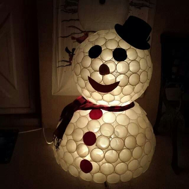 Diy snowman made from plastic cups for the holidays for Snowman made out of cups