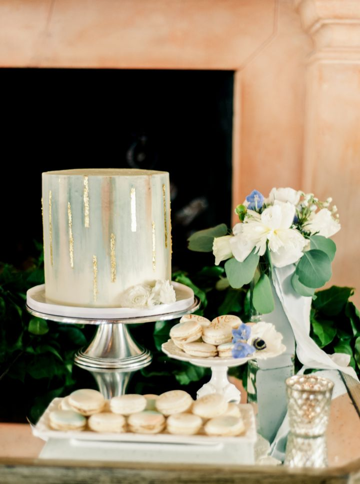 Beautiful blue ombre with gold foil #weddingcake #weddingdesserttable