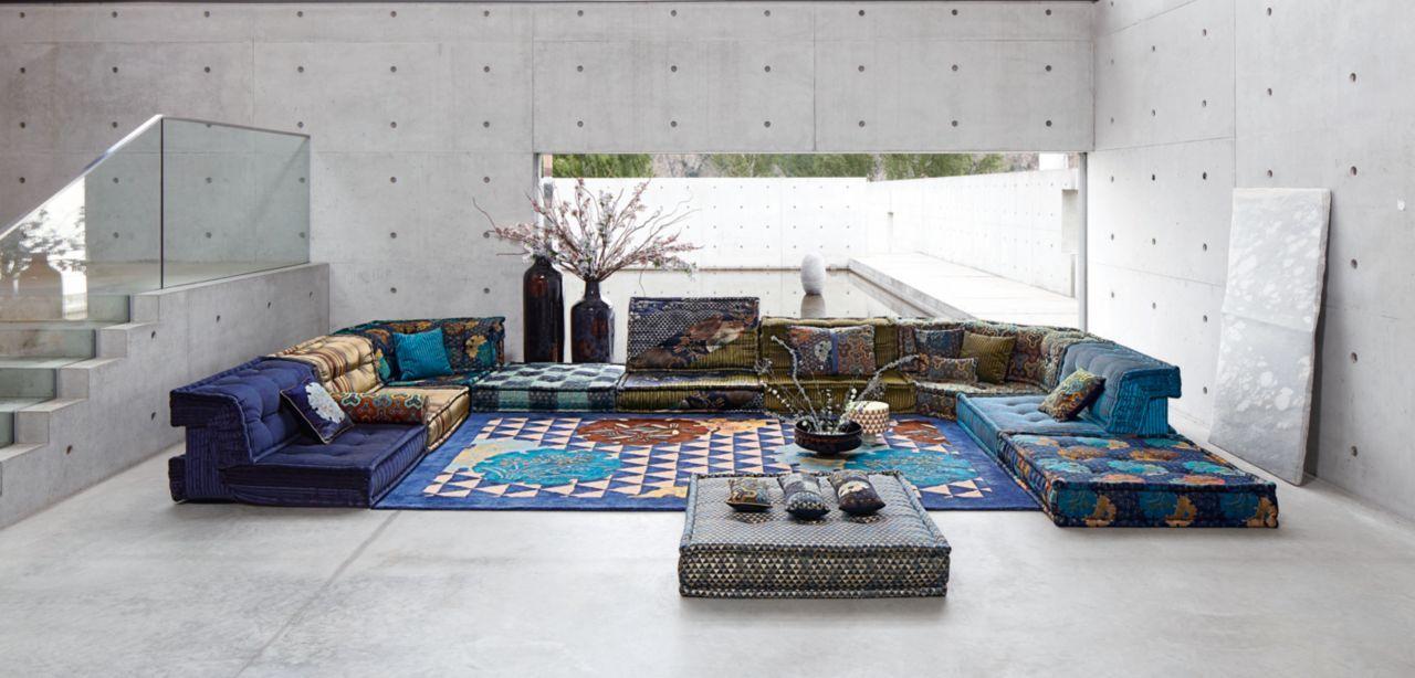Canapé composable par éléments habillé de tissus dessinés par Kenzo Takada  pour Roche Bobois, collection No Gaku. Système modulaire composable à  l infini à ... 173d7c27684