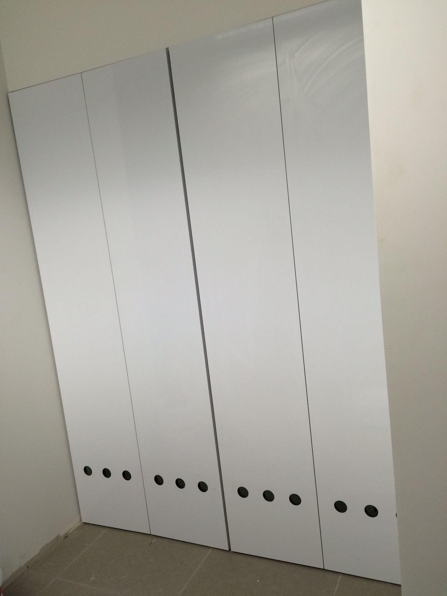 Puertas de closet con ventilaci n closet y vestidores for Ideas para puertas de closet