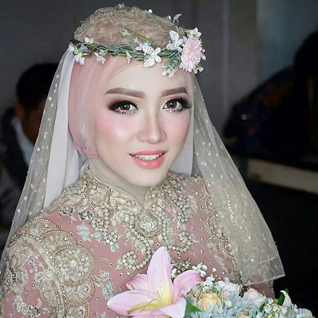 Regram From The Talented Mua Radenannisabrides Thank You Makeup Makeupuntukhijab Inspirasim Rias Wajah Pengantin Pengantin Pengantin Wanita