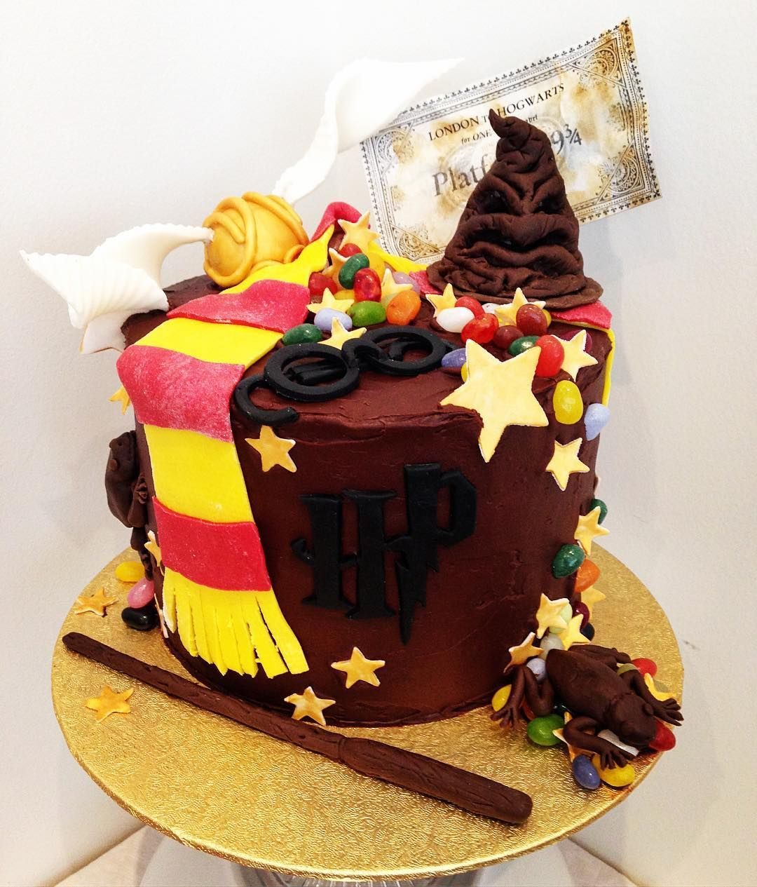 35 Harry Potter Cake Ideas For Your Child S Next Birthday Harry Potter Birthday Cake Harry Potter Cake Birthday Cake Kids
