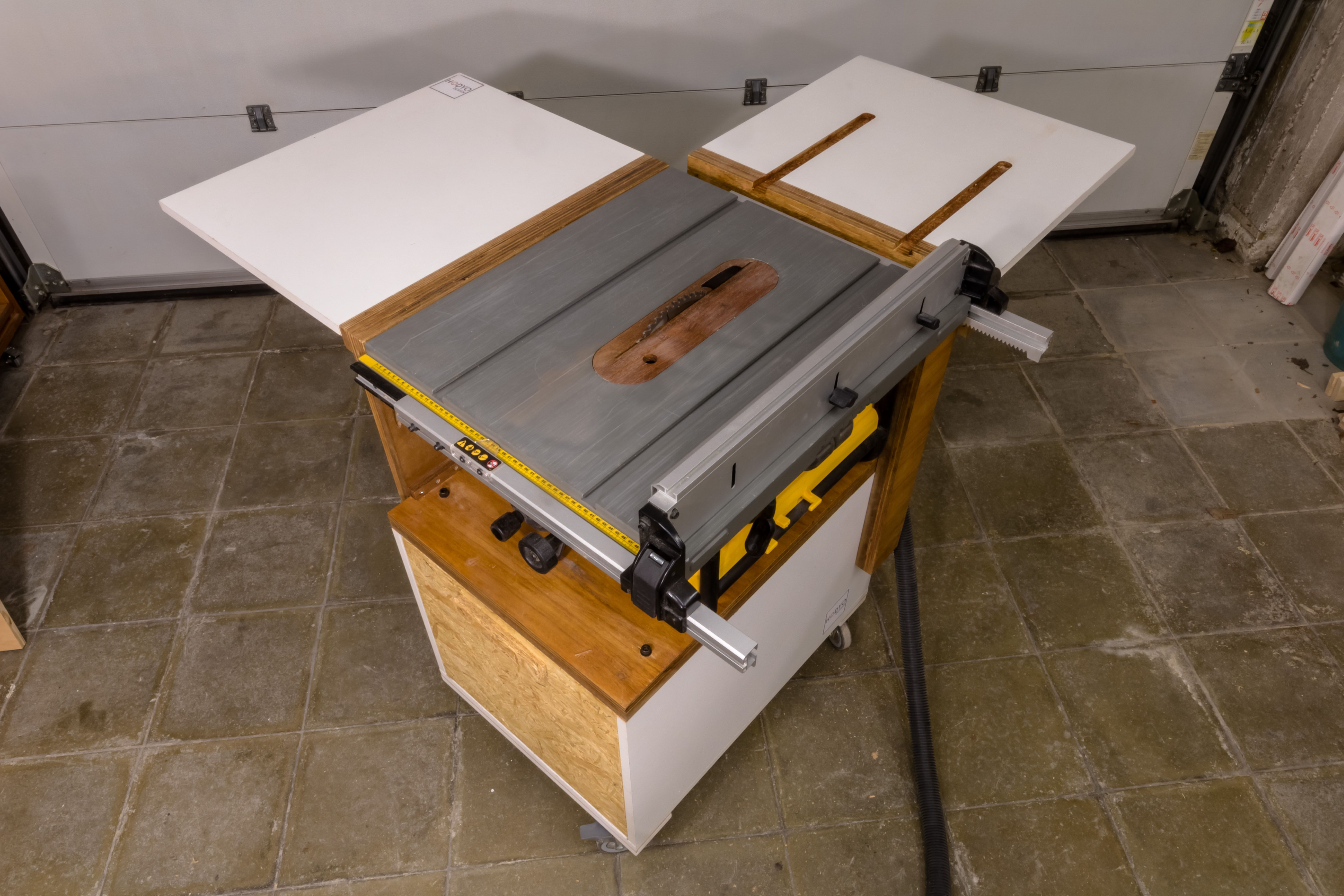 Mobile Table Saw Stand for a DeWalt DW745 Mobiler tisch