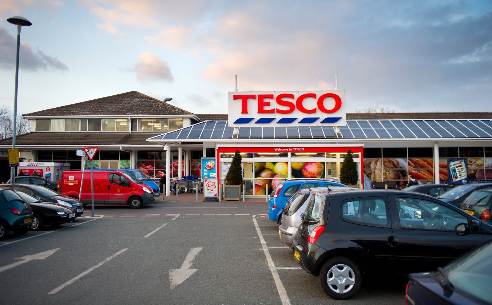 Tesco has a onehour delivery service in London now, too
