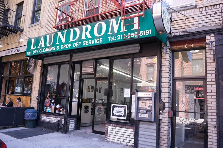 New York laundromat gets its customers in a lather with