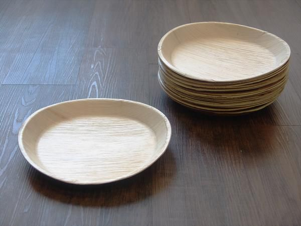 VerTerra is proud to introduce our round extra-large disposable plates! These compostable and recyclable plates are made of nothing but palm leaves and ... & 10\