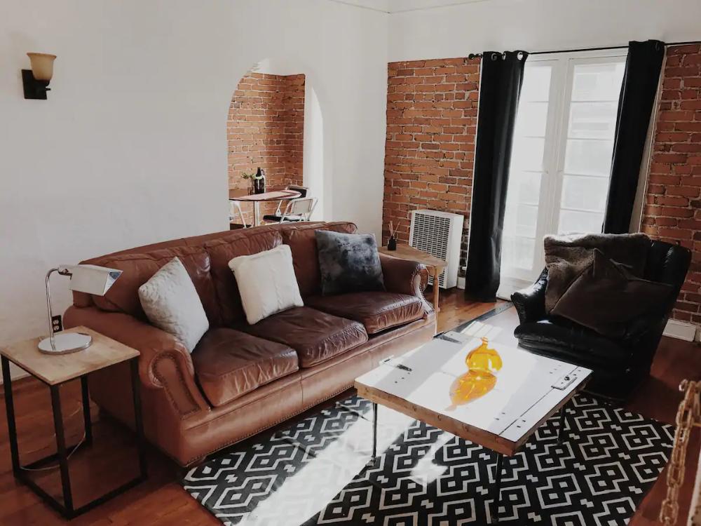 HOLLYWOOD HISTORIC COZY BRIGHT CORNER APT - Apartments for ...