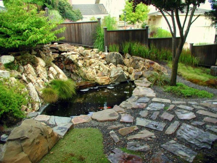 Estanque y suelo de piedras en el jard n al estilo zen for Piedras para estanques