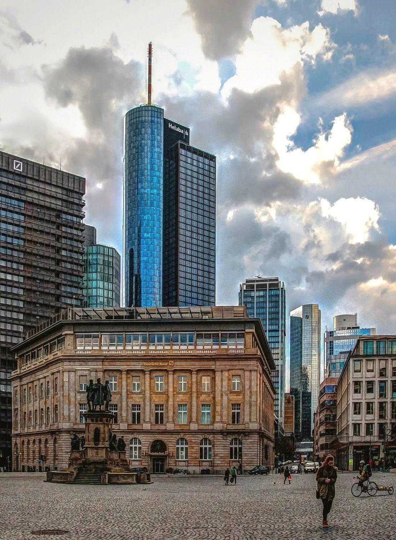 Frankfurt am Main, Deutsche Bank am Roßmarkt, davor das