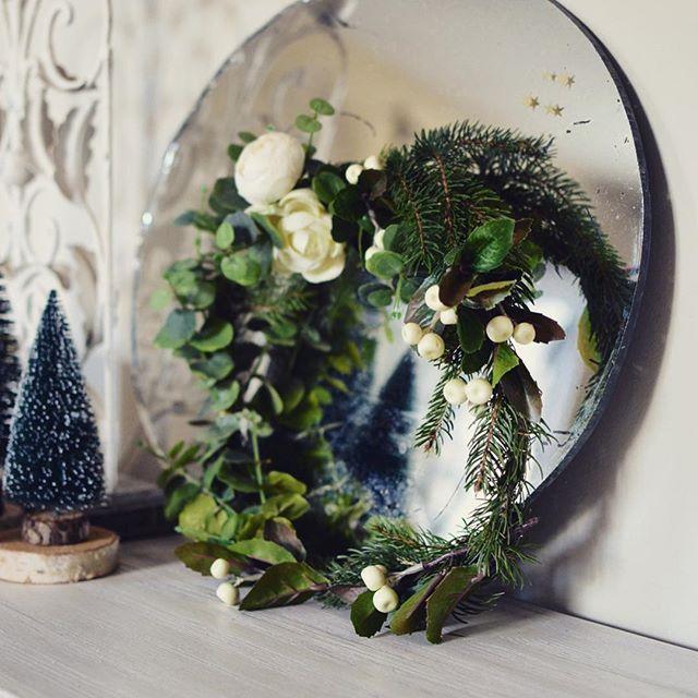 Une nouvelle couronne pour vous souhaiter un bon mercredi #athome#couronne#encheminversNoël#sapin#eucalyptus#madecoamoi#enjoylife#blog#blogdeco#blogreims#decoreims#marielapirate