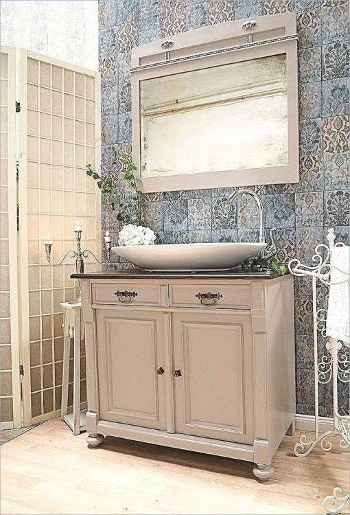 Naturlich Mit Stil Bad Ideen Im Landhausstil Mit Freistehender Badewanne Badezimmer Badezimmer Landhausstil Wohnung Einrichten Tipps
