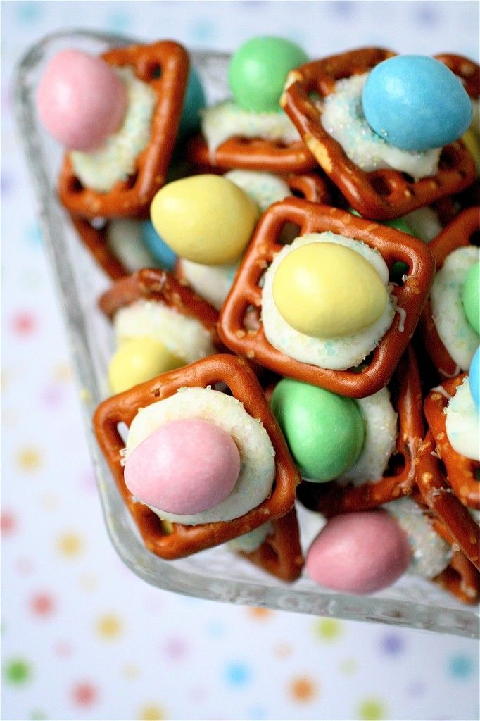 Charming Easter Peanut Butter Buttons   Chocolate Pretzel PB Treats Snack Snacks  Easter Eggs Hunt Party Idea Ideas Class Classroom Office Pretty Easy  Simple   CUTE ...