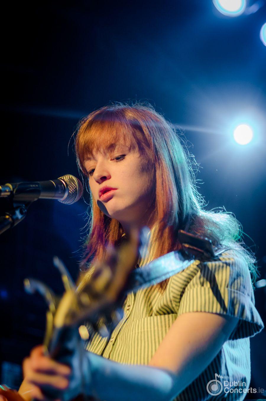 Un concert à Dublin: Orla Gartland.