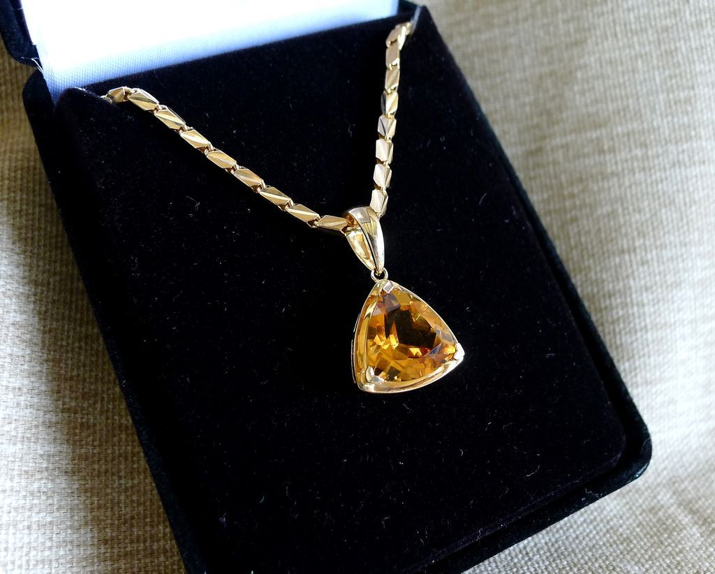 Vintage ladyus k citrine pendant on k chain jewelry