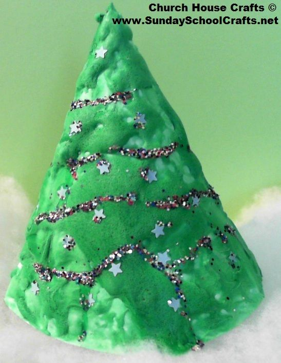 Paper Plate Christmas Tree Craft Using Glue Shaving Cream And Food Coloring To Create A Puff Paint Look With Images Christmas Tree Crafts Christmas Paper Plates Paper Plate Trees