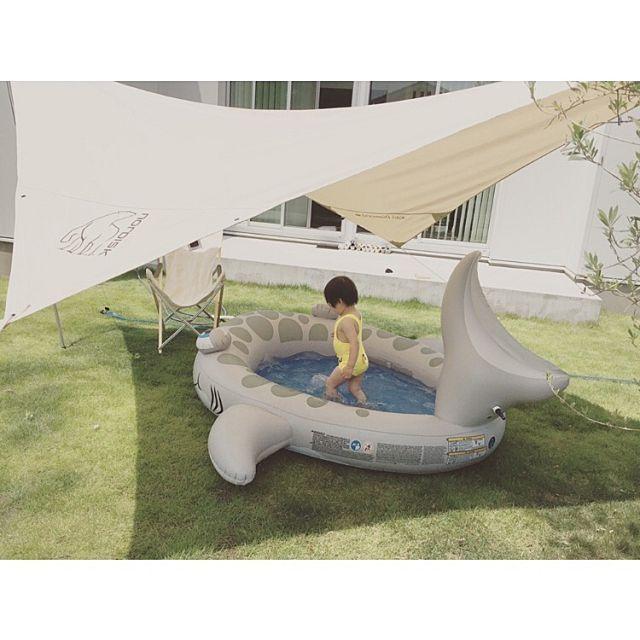 夏本番 子どもが喜ぶお家プールアイデア集 ビニールプール 庭