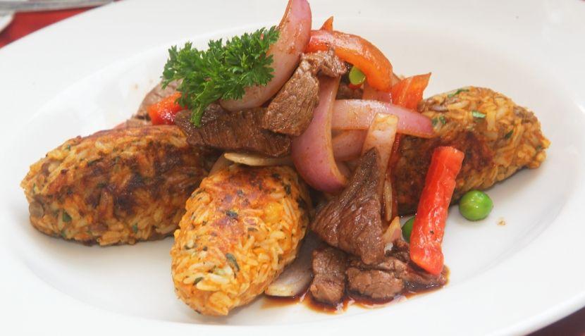 Tacu tacu con lomo saltado (rice & beans, fried, with stir fried steak)