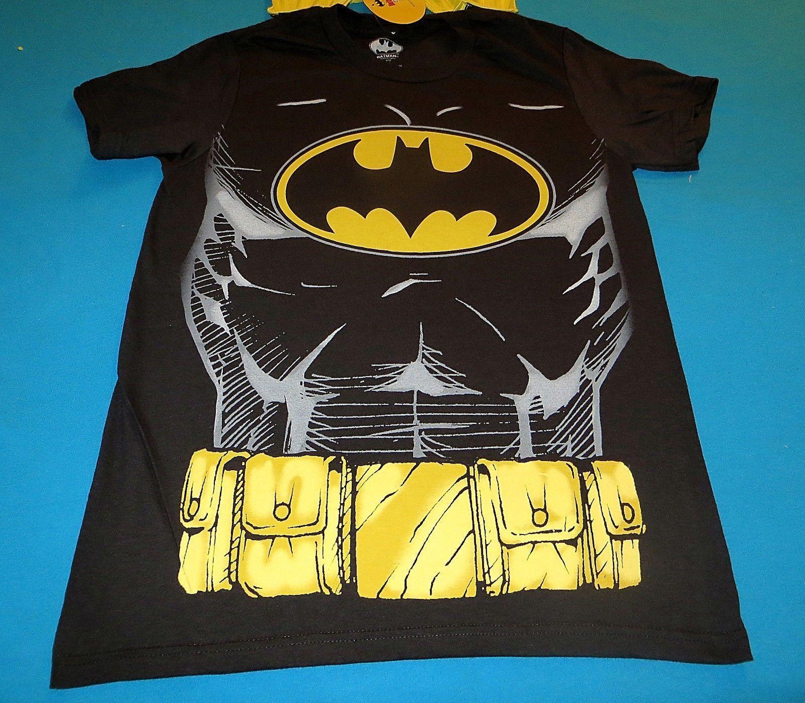 DC COMICS BATMAN SUIT & CAPE L LARGE T-SHIRT COMIC COSTUME TEE