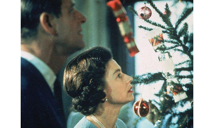Inside Buckingham Palace at Christmas - HELLO! CANADA ...