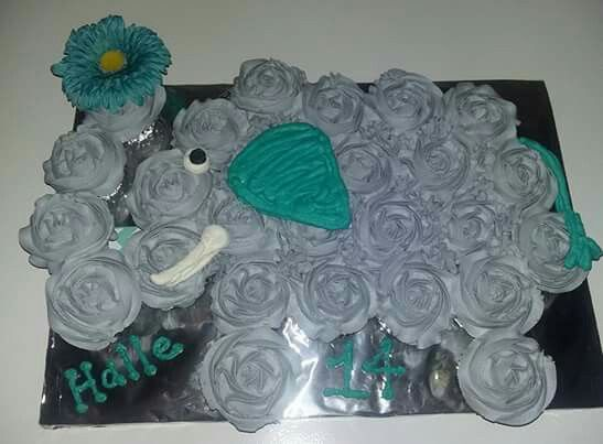 Elephant Cupcake Cake Cakes And Cookies Made By Me O In 2019