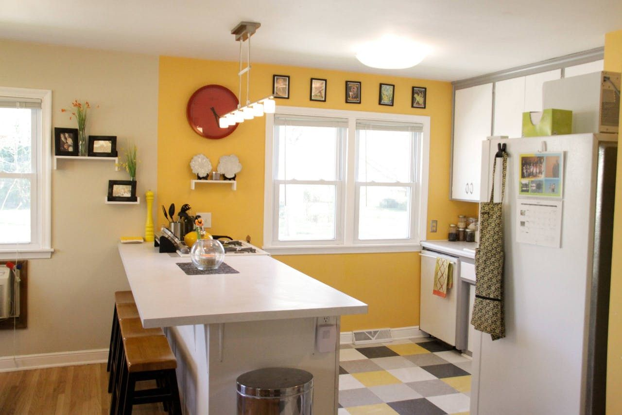 10 bright cheery yellow kitchens yellow kitchen walls bedroom paint colors yellow walls on kitchen remodel yellow walls id=96026