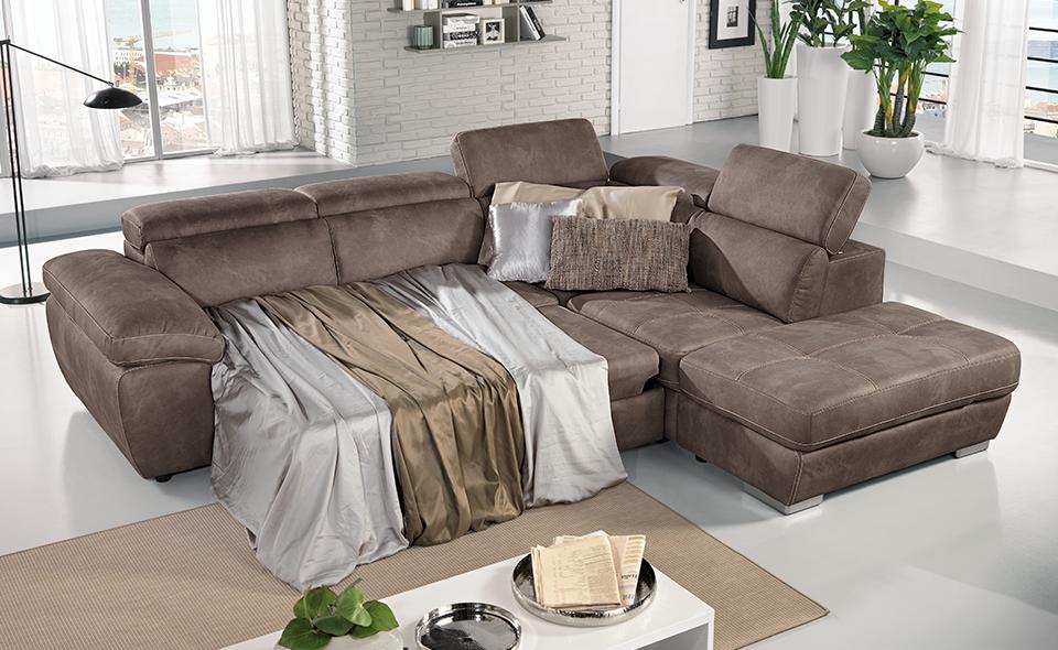 Accomodati sul divano letto angolare Viola in similpelle effetto ...