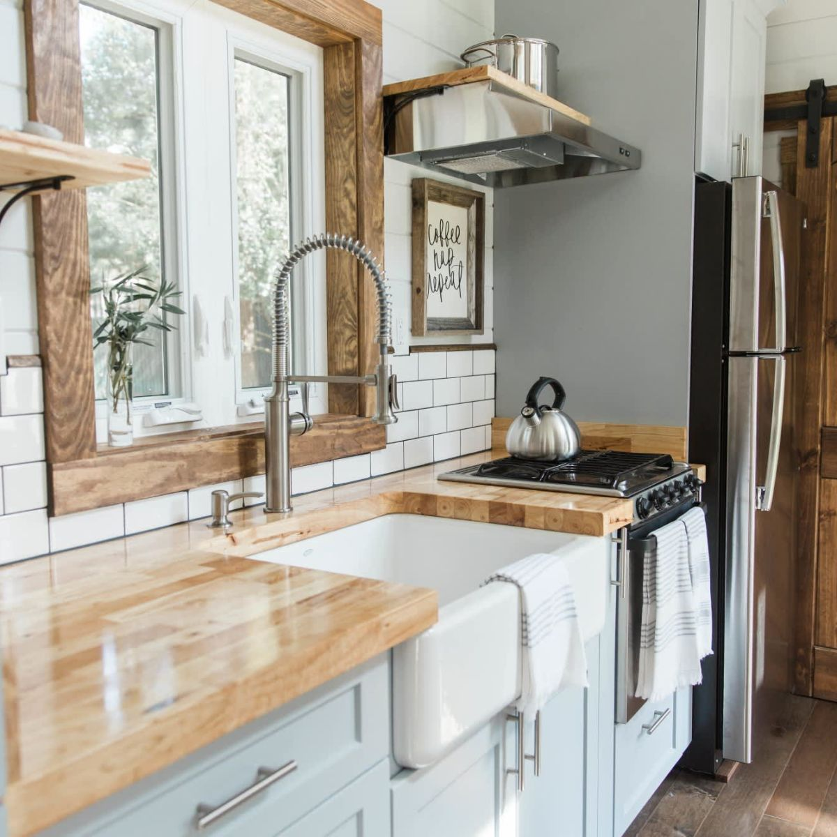 Luxurious 35 Goosenecktiny House For Sale With A Kegerator Tiny House For Rent In Chattanooga Tennessee Tiny House Listings In 2020 Tiny Houses For Rent Tiny House Listings Tiny Luxury