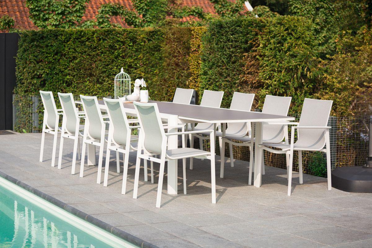 Moderne Gartenstühle mit einem Gestell aus Aluminium und ...