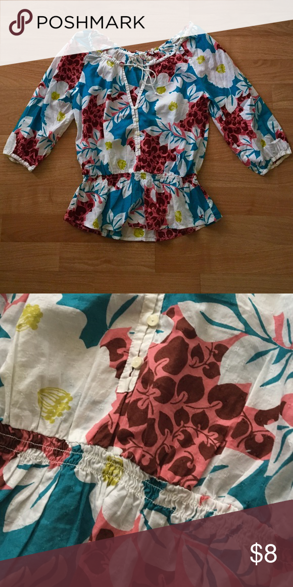 Hollister tropical floral peasant top Light and airy peasant style top with 3/4 sleeves and slightly cinched at the waist. Front had buttons and a v neck with thin drawstrings you can tie in a bow. Top has a super fun tropical floral design too! Hollister Tops Blouses