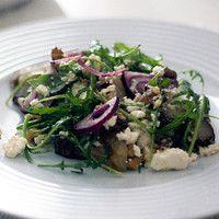 Salada de alcachofras de Jerusalém, nozes e queijo de cabra