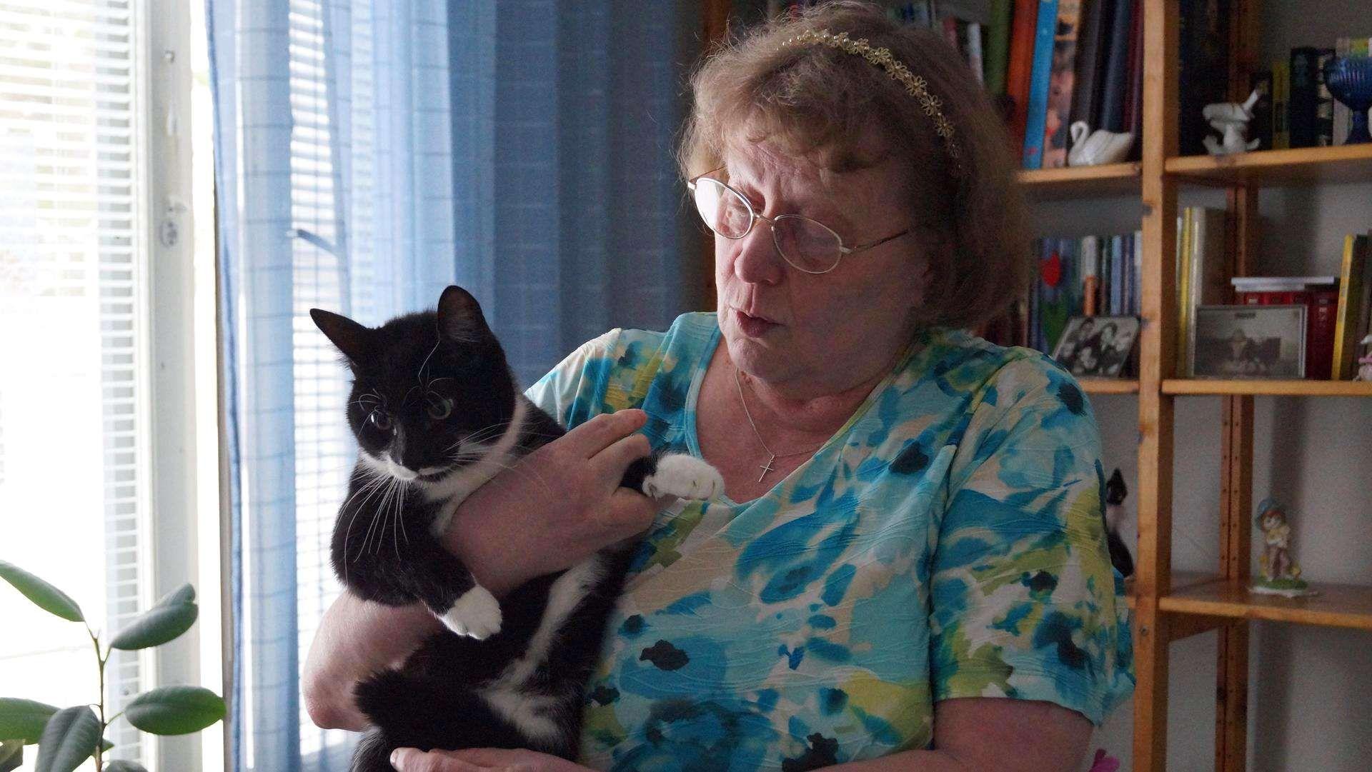 Sulo-kissa toimii Raija-Leenan omaishoitajana – haistaa emäntänsä verensokerin http://www.iltasanomat.fi/lemmikit/art-2000001126315.html?ref=emailshare