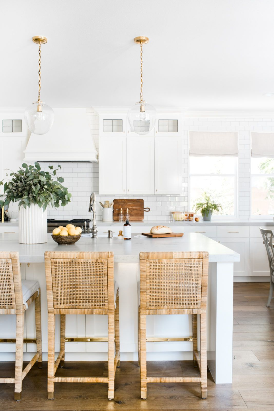 This Irvine Home Gets A Fresh Update With Transitional California Style Haven Kitchen Inspiration Design Kitchen Inspirations Kitchen Design