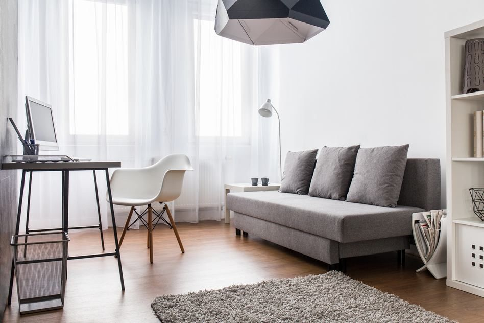 Kleines Wohnzimmer Mit Sofa Burotisch Einrichten Wohnzimmer In