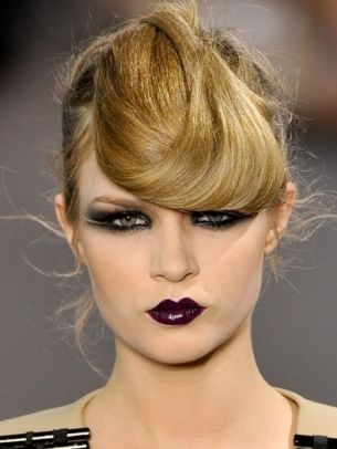 Crazy hair flip & dark makeup