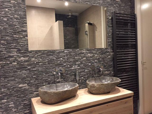 Badkamerkast Met Wastafel : Setje natuurstenen waskommen op een eiken badkamerkast of wastafel