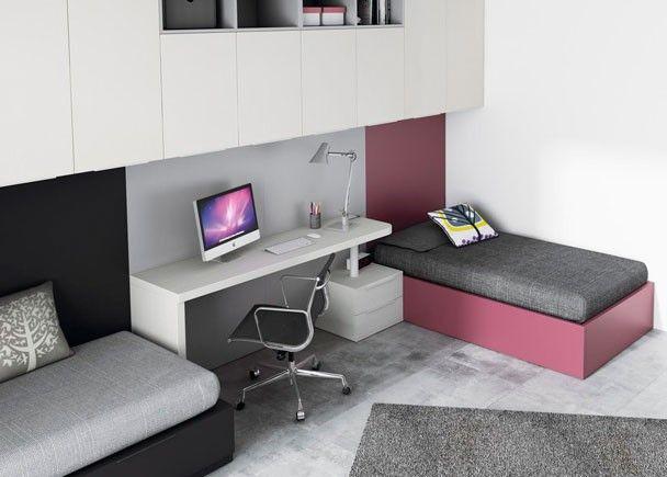 Dormitorio juvenil con 2 camas independientes, un escritorio y una zona de altillos.