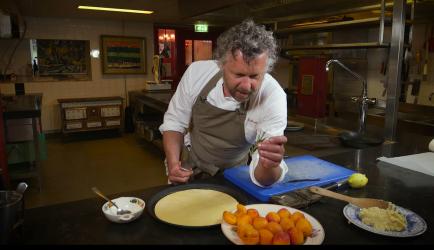 Tarte Tatin Van Abrikozen Met Amandelspijs En Korstdeeg recept | Smulweb.nl