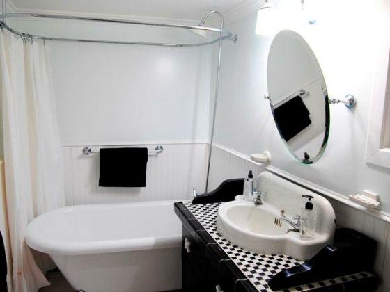 salle de bain rtro moderne en noir et blanc plus - Salle De Bain Retro Blanche