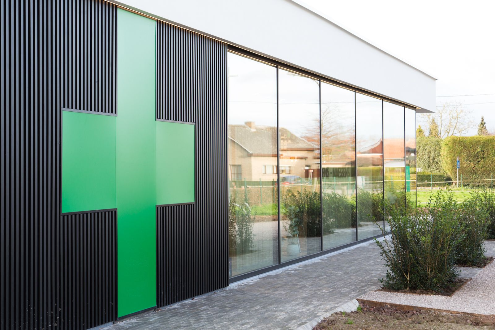 Apotheek pharmacy inrichting design schevenels for Design inrichting