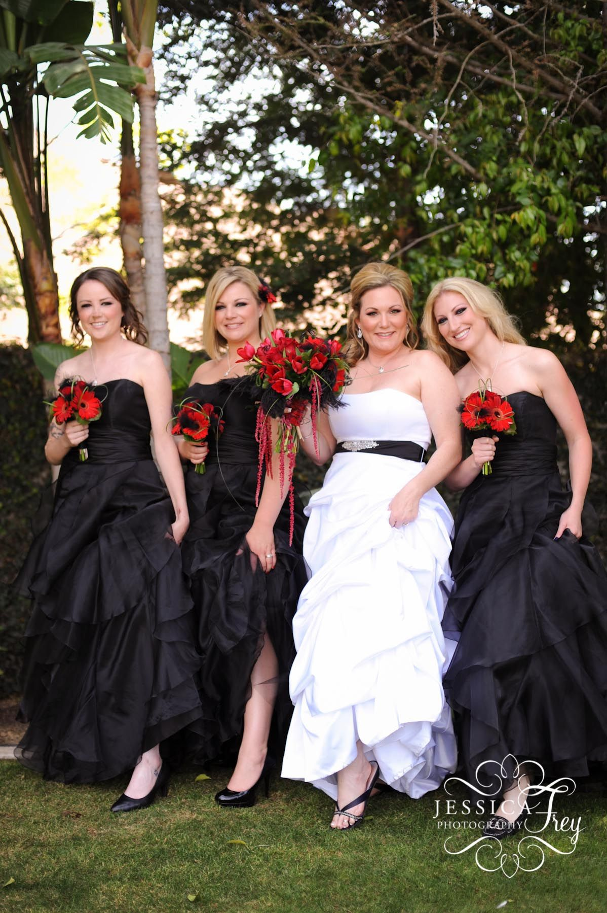 Pretend these are black table cloths and centrepieces lol wedding ombrellifo Choice Image