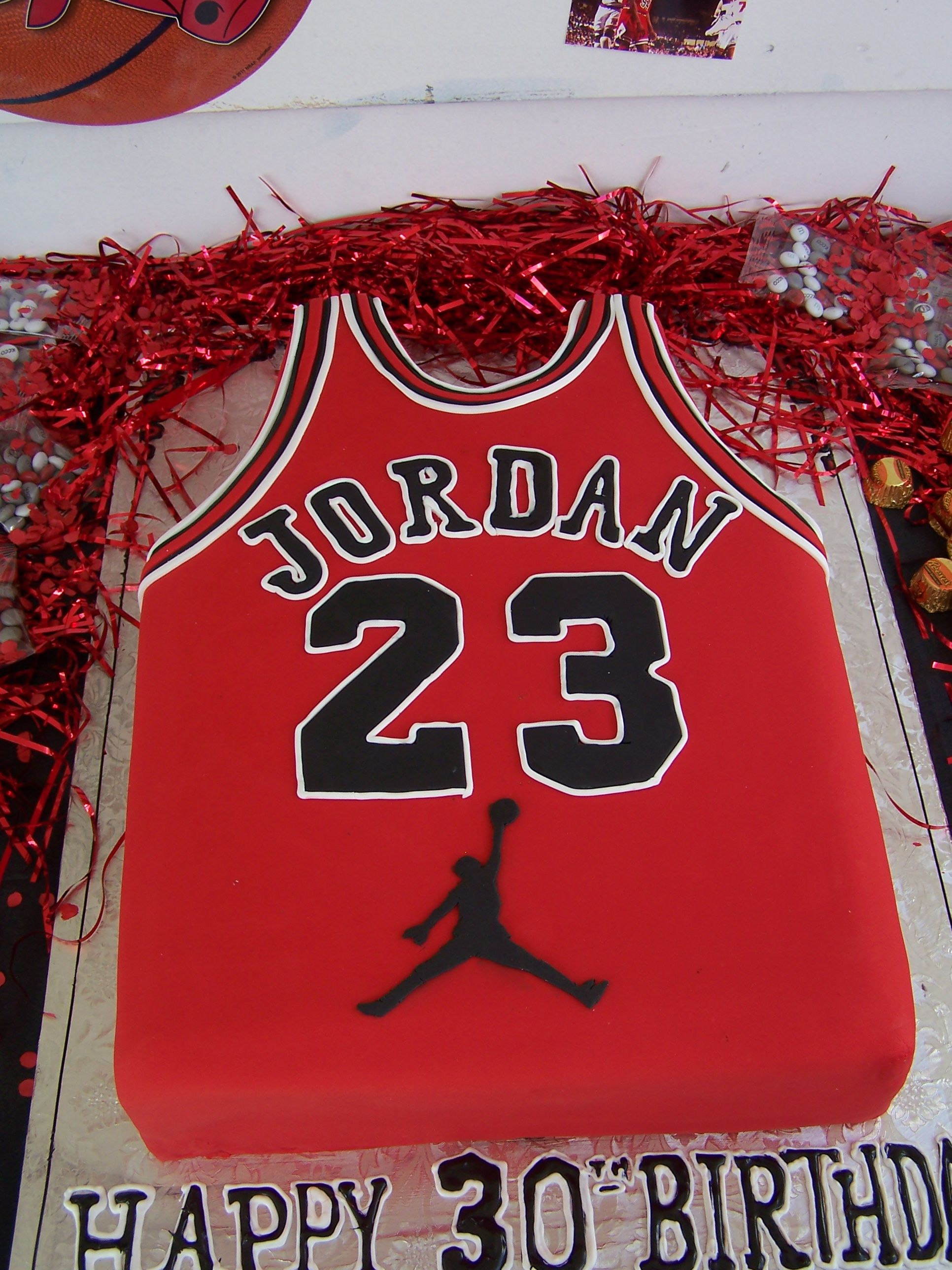 Fantastic Michael Jordan jersey cake for a 30th birthday