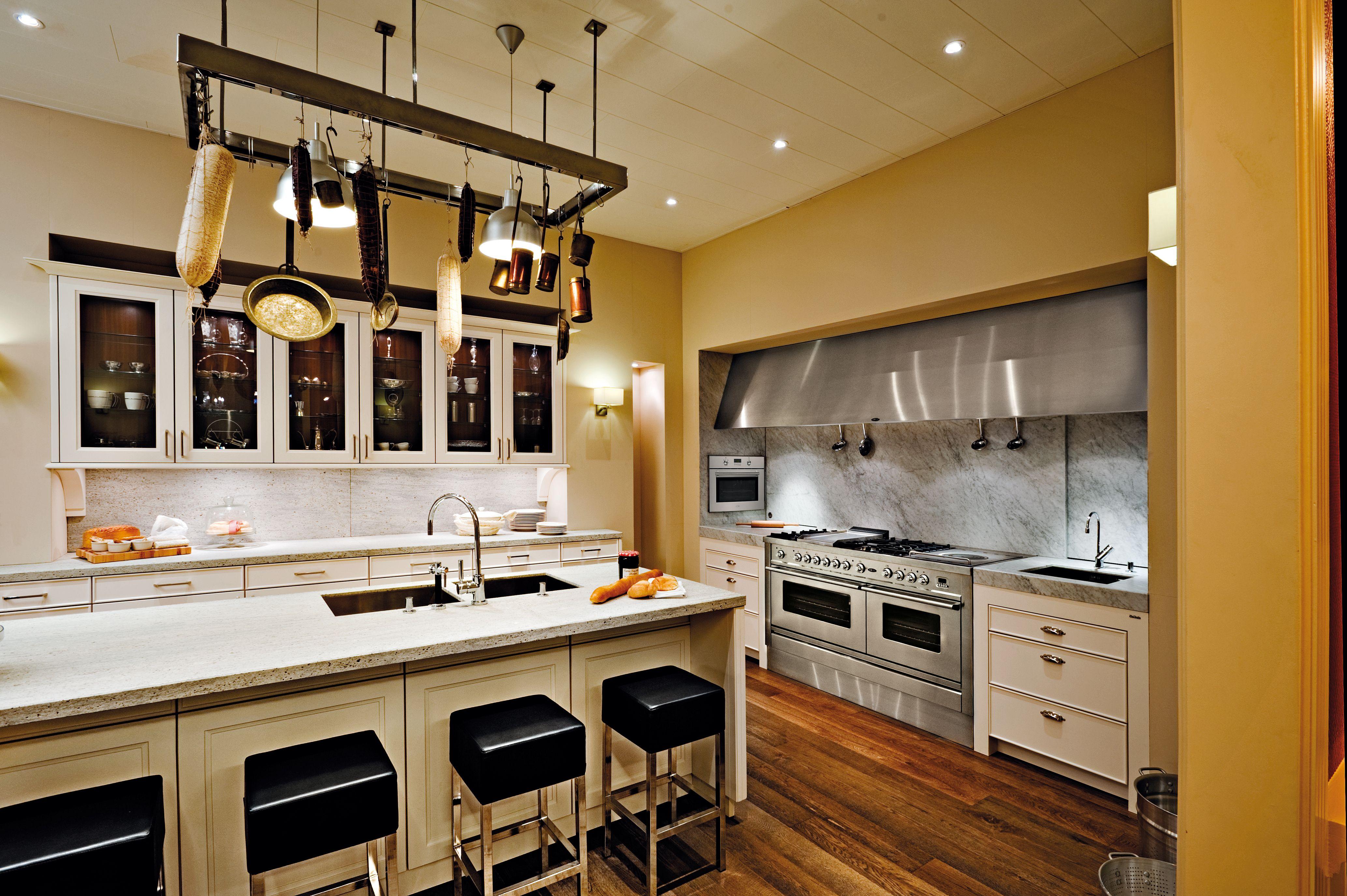 Modern interieur fornuis modern keuken met stalen taatsdeur leuk