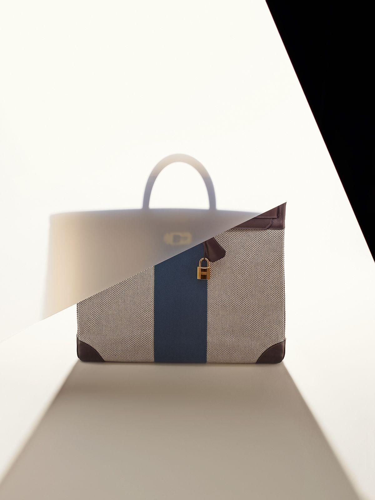 Le Monde d'Hermès n°64. Haut à courroies 50 Flag bag in ...