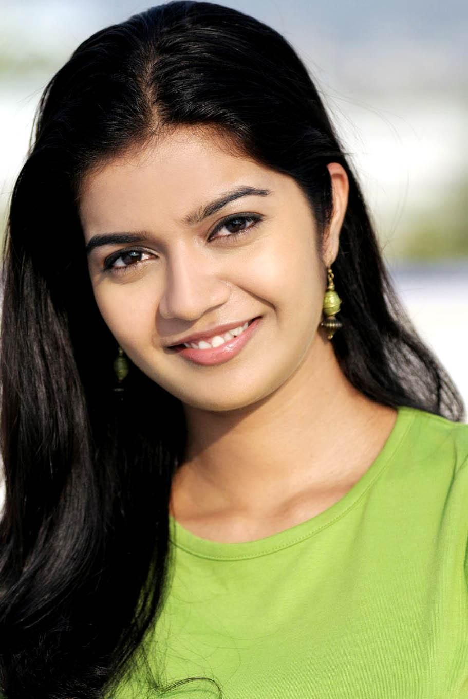 Swati Reddy Hairstyles Celebrity Hairstyles South Indian Actress Beauty Smile South Indian Actress Photo